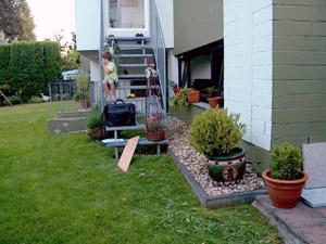 terrasse im garten neu anlegen bilder vom projekt beispiel. Black Bedroom Furniture Sets. Home Design Ideas