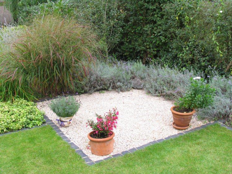 Hausgarten mit mediterraner gestaltung for Gartenidee beet