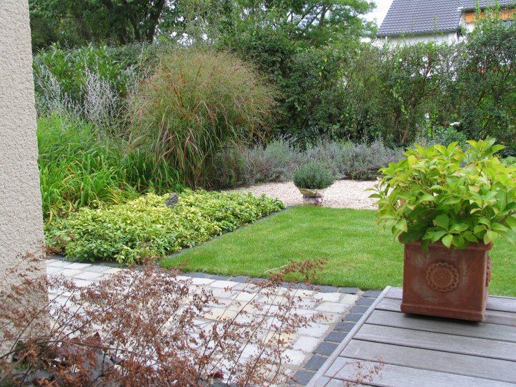 Hausgarten mit mediterraner gestaltung for Gartengestaltung 400 qm