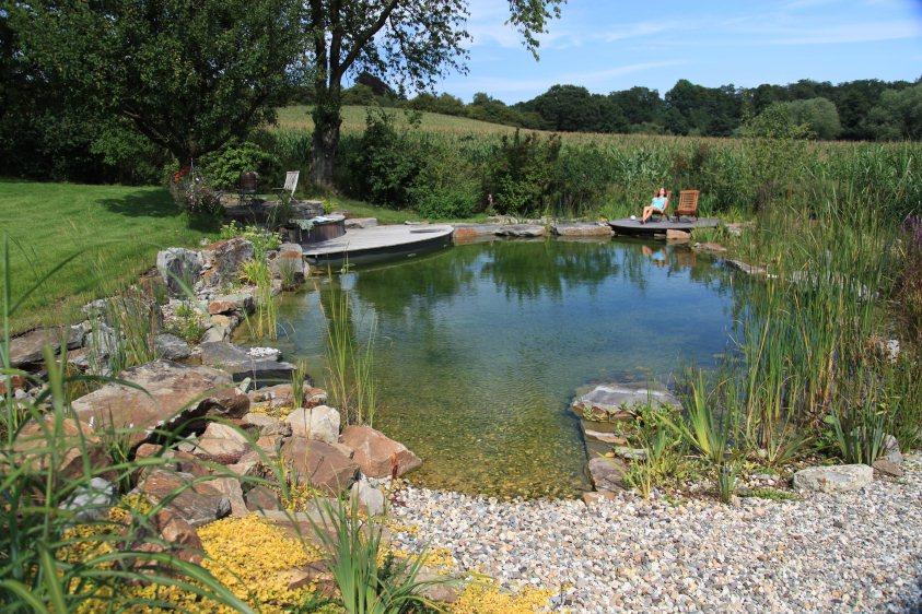 schwimmteich bauen lassen preise schwimmbad und saunen. Black Bedroom Furniture Sets. Home Design Ideas